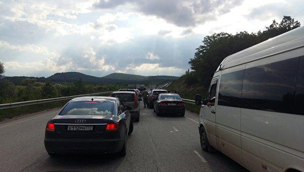 В Крыму рассказали, как борются с пробками на трассе Керчь - Симферополь