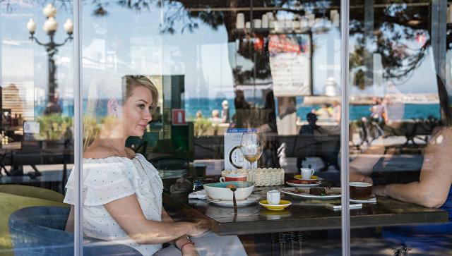 """""""Удар ниже желудка"""": блогер из Украины сравнила цены в кафе Киева и Крыма"""