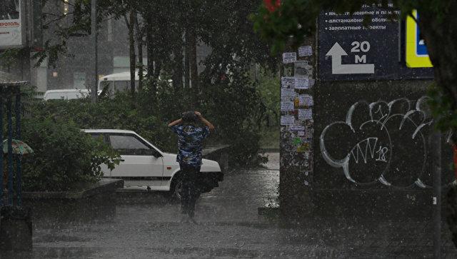 В ближайшие часы Крым накроют ливни, град и шквал