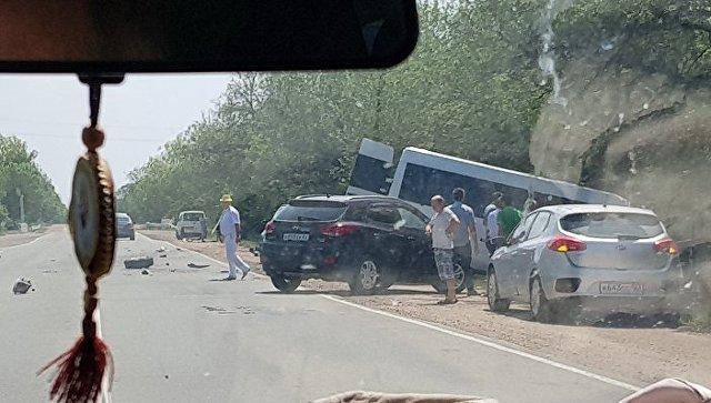 Микроавтобус, грузовик и джип: тройное ДТП на крымской трассе