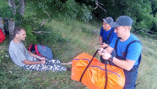Жесткая посадка: в Крыму упал парапланерист