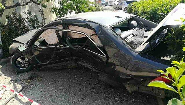 """Серьезное ДТП в Симферополе: авто спикировало через """"треугольник"""" в кусты"""