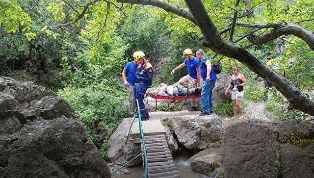 Под Судаком туристка травмировала ногу во время прогулки у водопада