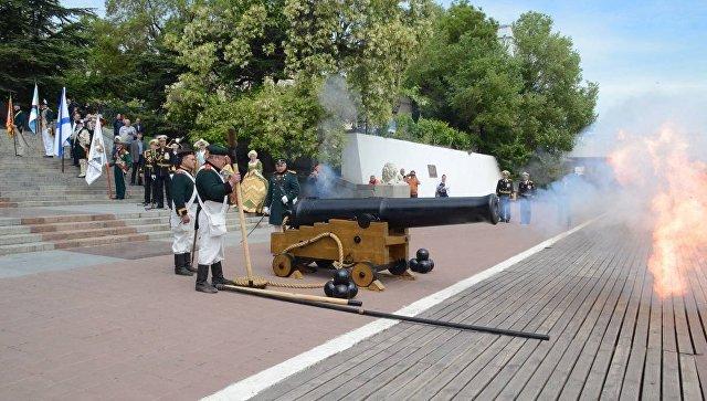 День ВМФ в Севастополе начнется с выстрела из 200-летней пушки