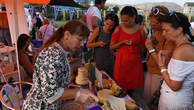 Тысячи дегустирующих: как проходит фестиваль In Vino Veritas в Коктебеле