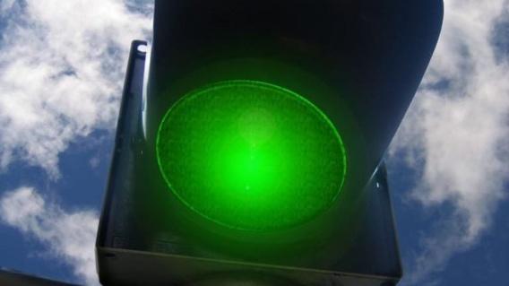 В городе Саки светофоры настроили на «зеленую волну»