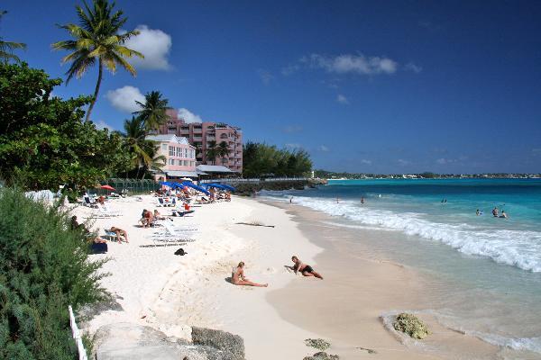 Власти острова Барбадос вводят сразу два туристических сбора