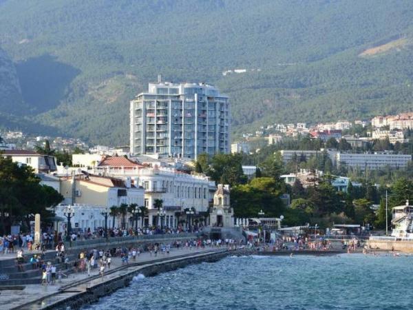 Крым принял с начала года более 1,8 млн туристов