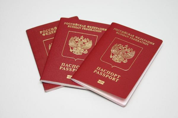 Путин утвердил повышение госпошлины за выдачу загранпаспорта до 5 тыс. рублей