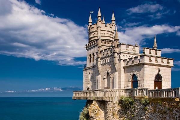 Туроператоры снизили стоимость пакетных туров в Крым на июль