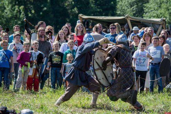 Около сотни реконструкторов приедет на средневековый фестиваль «Хельга» под Псковом