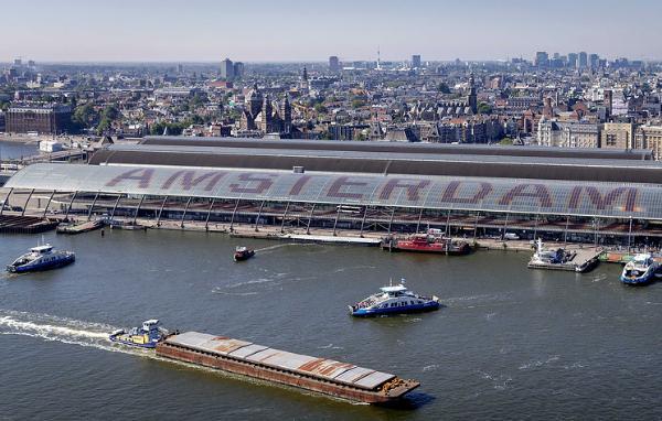 Тысячи артефактов нашли в каналах Амстердама