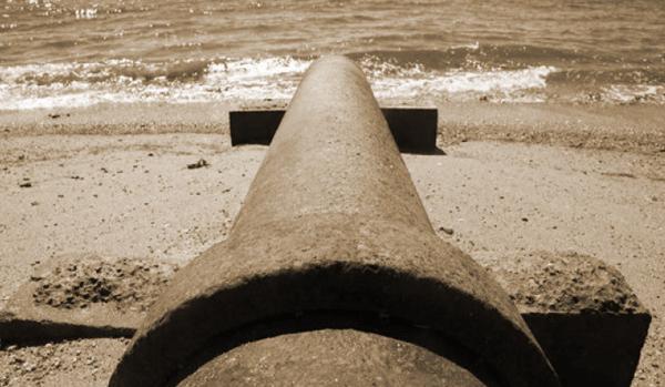Пляжи Геленджика закрыты после выброса сточных вод