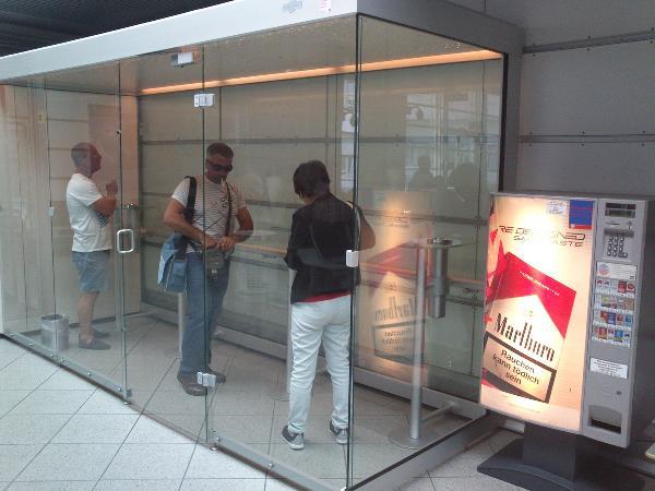В аэропорту Шереметьево в ноябре появятся уличные курительные павильоны
