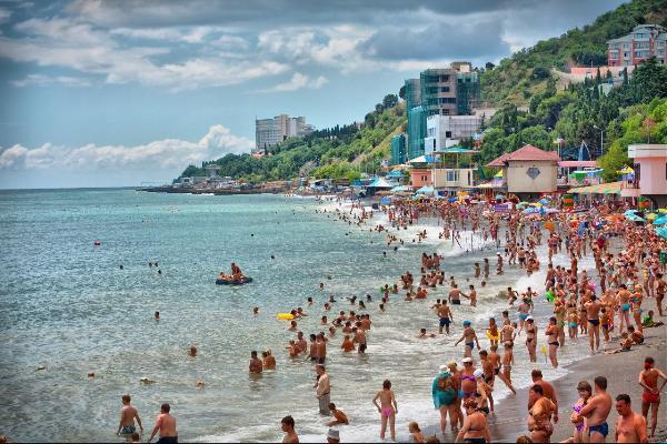 В Алуште и Феодосии оштрафовали нерадивых пользователей пляжей