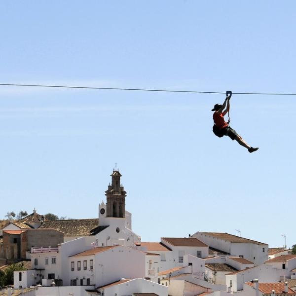 Между Испанией и Португалией запустили зип-лайн