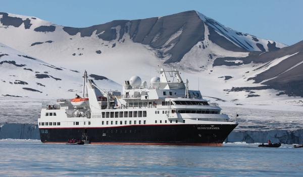 120 туристов доставил на Камчатку круизный лайнер «Silver Explorer»