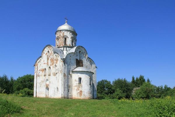 Реставрация храма XIII века началась на острове Липно в Новгородской области