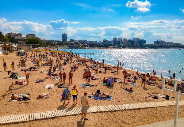 Пляжи Геленджика вновь открыли для купания
