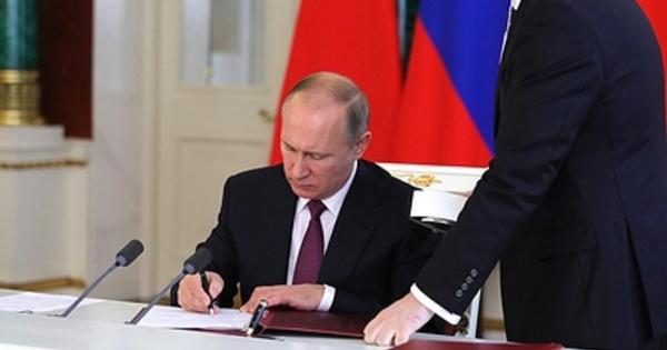Путин подписал закон о въезде иностранцев по электронным визам в аэропорты ДФО