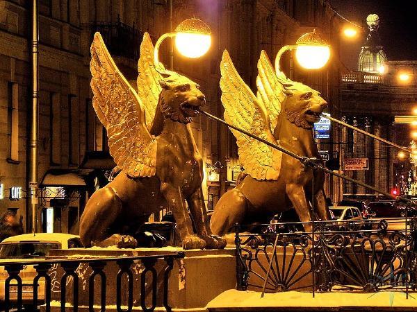 Скульптуры грифонов вернутся на Банковский мост только в 2019 году