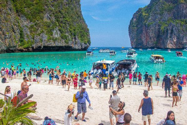 Почти 130 миллиардов рублей принесли российские туристы Таиланду