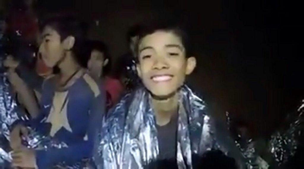 Новое видео из пещеры Тхам Луанг — мальчики в хорошем настроении