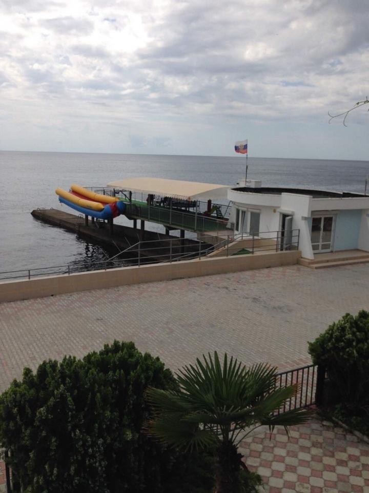 Крымская прокуратура потребовала открыть для всех желающих популярный пляж