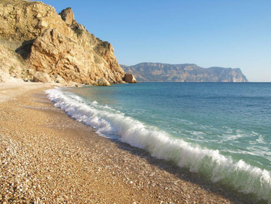 На пляжах Севастополя вода соответствует норме