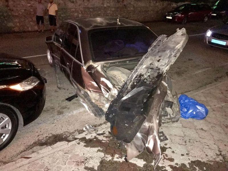 В Крыму пьяный водитель джипа разбил пять припаркованных машин и заявил, что «так получилось»
