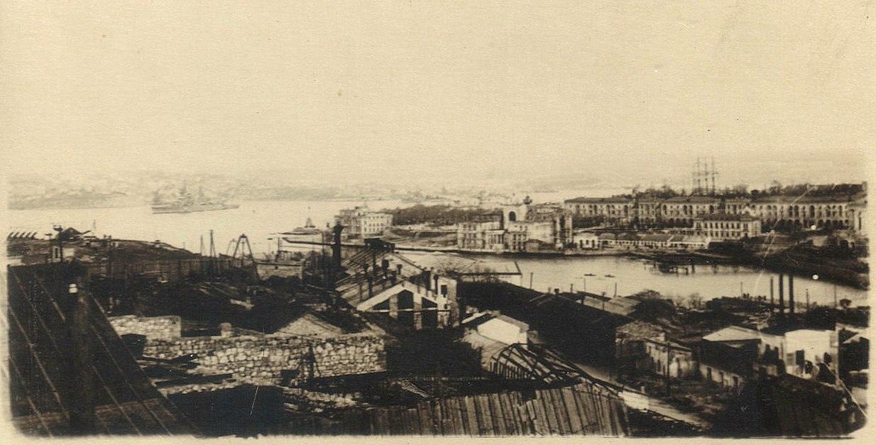 Севастополь. Вид на Артиллерийскую бухту. 53-й год