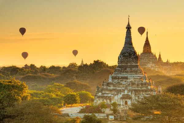 Туристов из Китая, Японии и Кореи при въезде в Мьянму обязали иметь по тысяче долларов