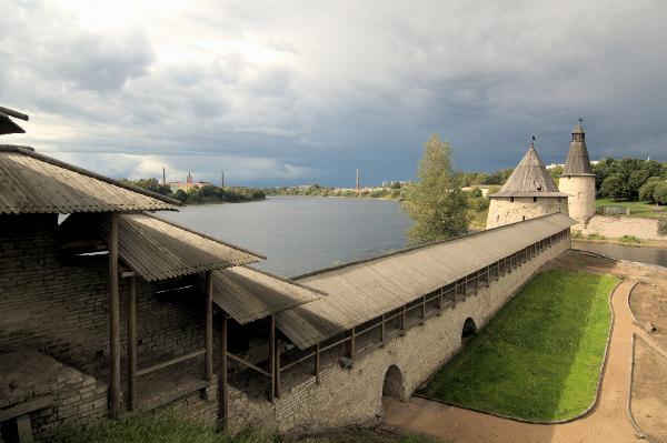 Мединский призвал открыть для посетителей стены Псковского кремля