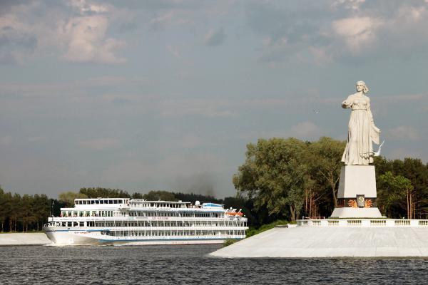 Легендарный монумент «Волга» отмечает 65-летие