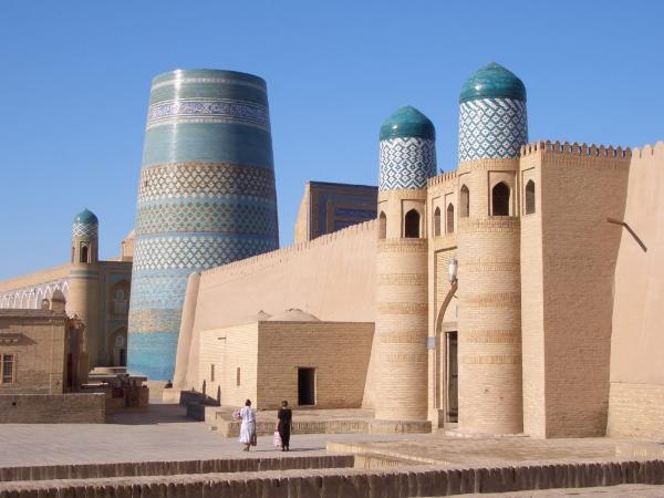 Китайские туристы оформили почти четверть всех электронных виз в Узбекистан