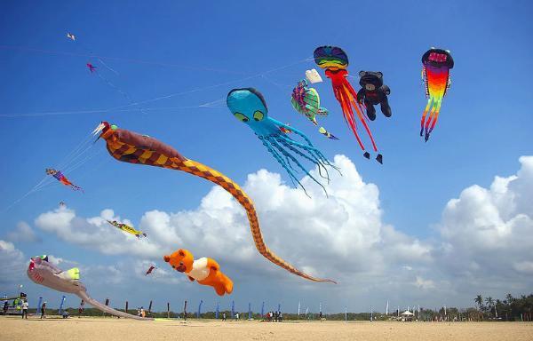 Фестиваль воздушных змеев проводят на Бали
