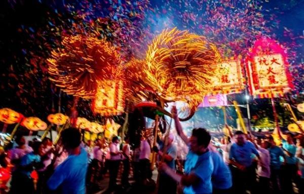 Гонконг приглашает туристов на Танец огненного дракона