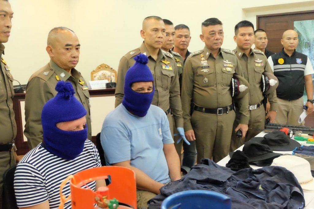 Три серба вскрыли банкомат в Таиланде газовым резаком