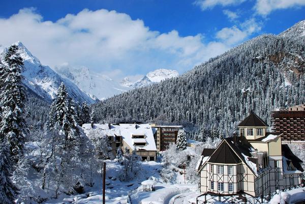 Номера в отелях курорта «Домбай» забронированы почти на 100% на новогодние праздники
