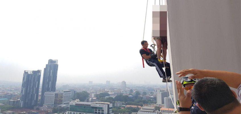 Шок в Паттайе: старик повесился на цоколе здания