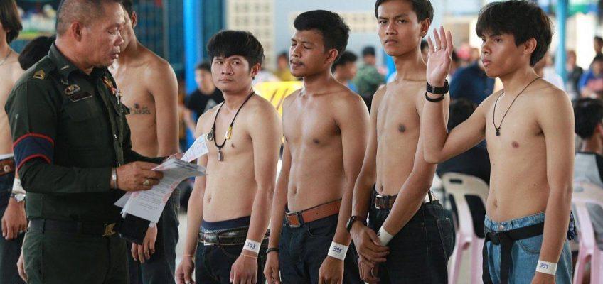 В Таиланде мужчины мечтают служить в армии и записываются в добровольцы