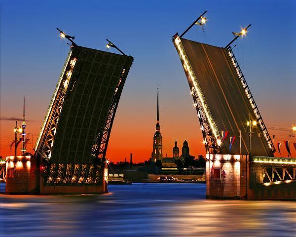 В Петербурге завершился сезон навигации и регулярной разводки мостов