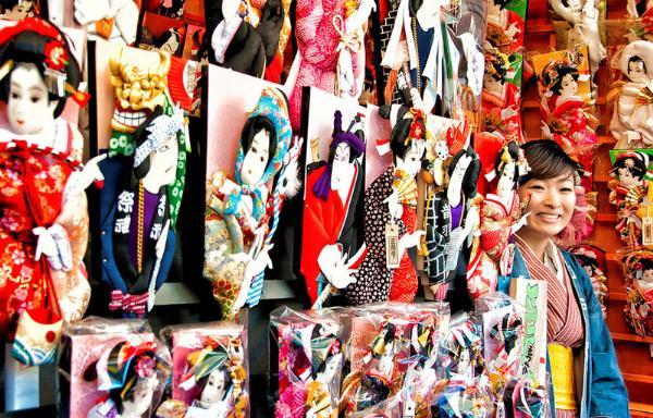 Предновогодний Токио украсит традиционная ярмарка Хагоита-Ити