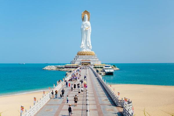 Ростуризм попросил Пекин оказать помощь российским туристам на Хайнане