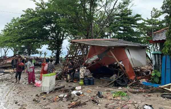 Число жертв цунами в Индонезии возросло до 168