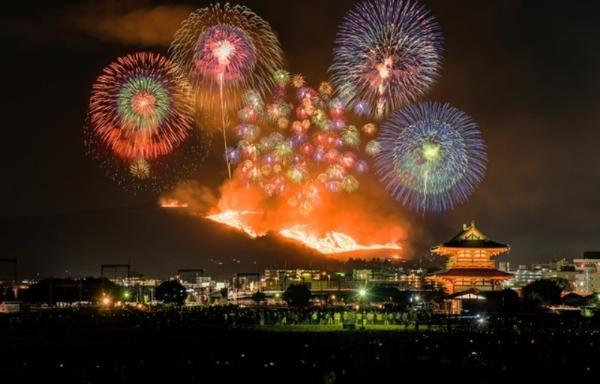 Остров Хонсю приглашает на праздник горящей горы «Вакакуса Ямаяки»