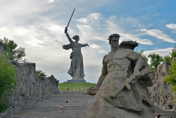 Поток туристов на Мамаев курган в Волгограде вырос благодаря ЧМ за год на 200 тыс. человек