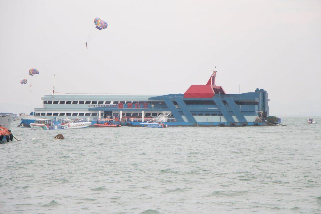 Трагедия на корабле-ресторане в Паттайе: три человека погибли (ВИДЕО)