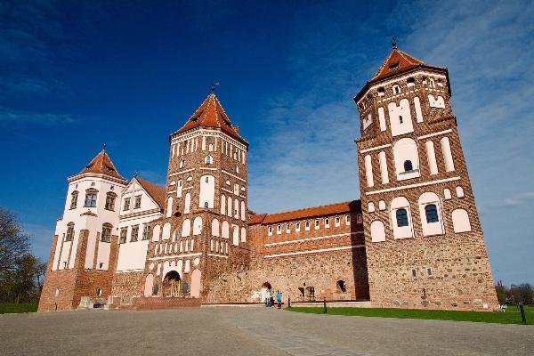 В Мирском замке представлены мундиры последнего российского императора Николая II