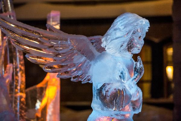 В Екатеринбурге возвели ледовые скульптуры по библейским мотивам
